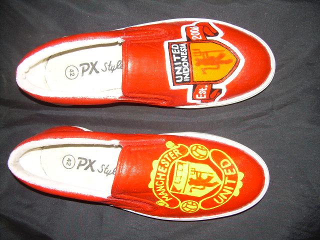 sepatu lukis manchester united